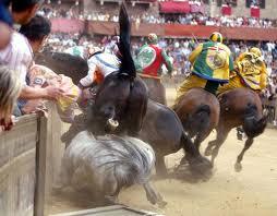 Upadek koni na Palio w Sienie